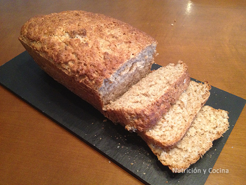 receta de pan integral casero con nueces y semillas de lino