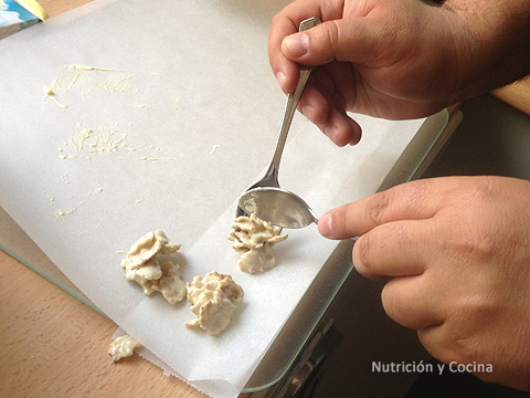 elaboración de rocas de chocolate blanco