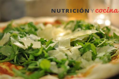 usos y nutrientes de la rúcula, pizza, recetas