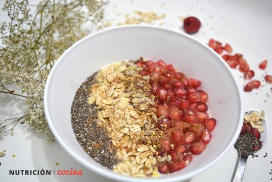 recetas con granada, bol de avena semillas y granada