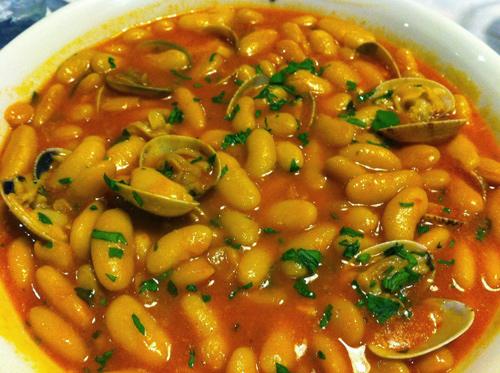 fabes con almejas, guisos tradicionales de España